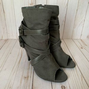 🍁3 FOR $25🍁 DELICIOUS Gray open-toes ankle boots